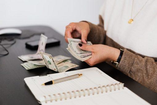 Jak planować finanse firmowe w firmie jednoosobowej?
